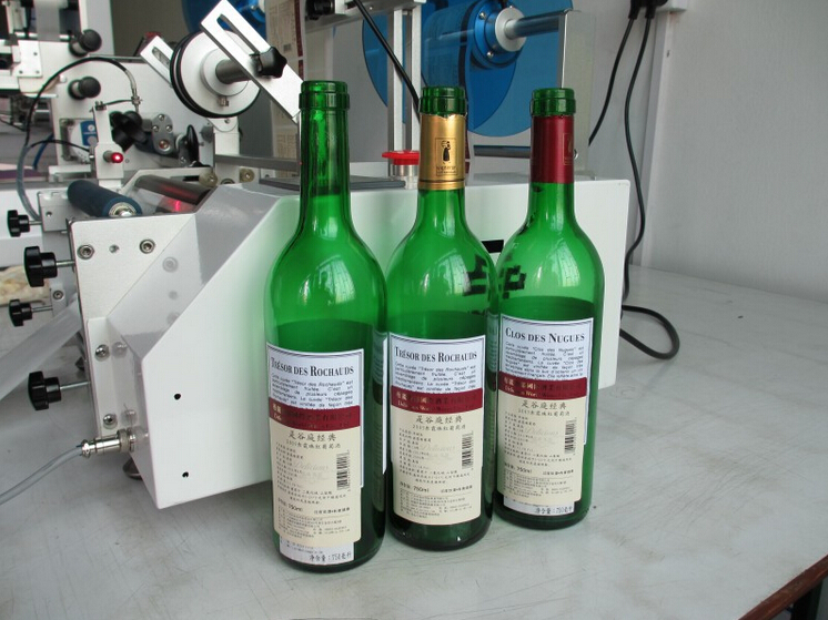 labelled wine bottles by red wine bottles labeling machine.j