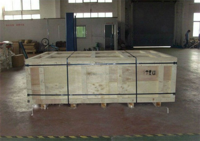 woden case packing of pallet stretch wrapping machine.jpg